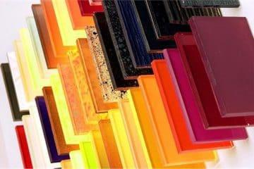Kính màu là gì? – Ứng dụng của kính màu