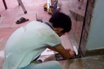 Cách sửa cửa kính thủy lực bị kẹt