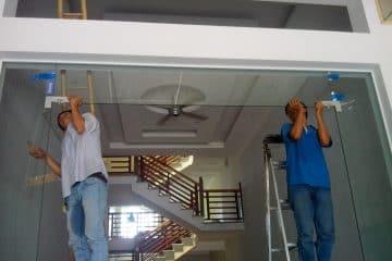 Sửa khóa cửa kính tại Đống Đa