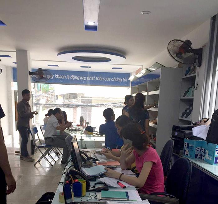 Showroom cửa kính Sao Việt