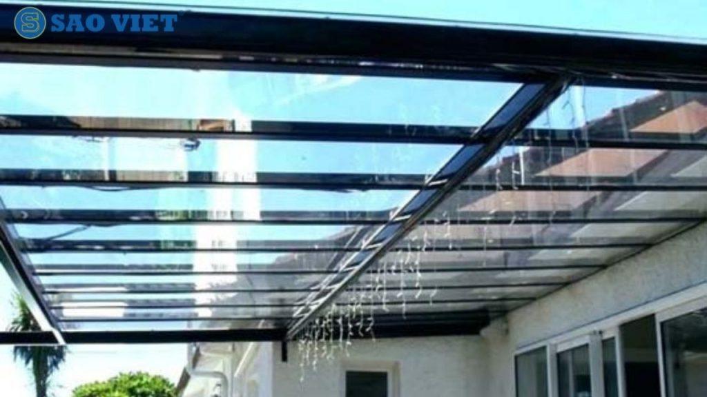 Sân thượng lợp mái kính gia tăng hiệu quả chống thấm